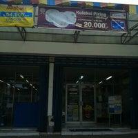 รูปภาพถ่ายที่ Indomaret canggu โดย Agus Ấ. เมื่อ 12/11/2012