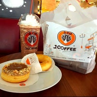 Photo taken at J.Co Donuts & Coffee by Ayi Mitha S. on 8/3/2017