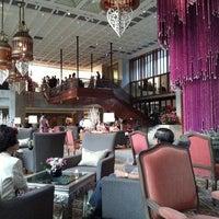 3/17/2013 tarihinde Talerngsak S.ziyaretçi tarafından Mandarin Oriental, Bangkok'de çekilen fotoğraf