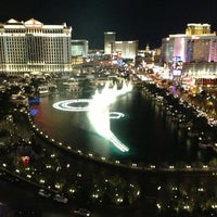 Foto tirada no(a) Fountains of Bellagio por Yousof S. em 1/12/2013