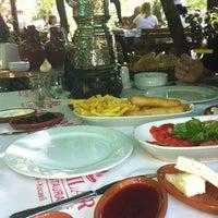 Das Foto wurde bei Yazıcılar Otel & Restaurant von Hakkı Y. am 5/26/2013 aufgenommen