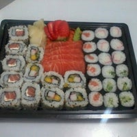 Photo taken at Sushi do Chef Carlos by Carlos Fabiano F. on 4/21/2013