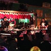 Photo prise au Pete's Dueling Piano Bar par Jerry A. le12/9/2012