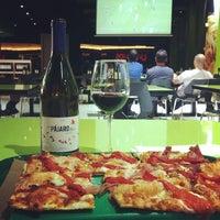 Foto tomada en Natura Pizza & Pasta por Losada Vinos de Finca B. el 4/18/2014