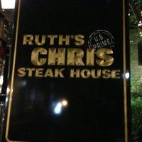 6/7/2013 tarihinde Vladimir L.ziyaretçi tarafından Ruth's Chris Steak House'de çekilen fotoğraf