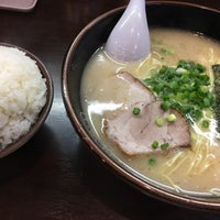 Photo taken at 博多ラーメン 長浜や 笹塚店 by NProject on 5/24/2016
