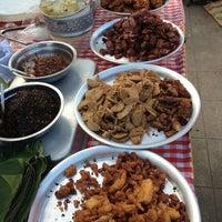 Photo taken at ตลาดทุ่งสมอ by Sa'ya S. on 12/29/2012