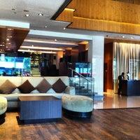 Photo taken at Amara Singapore Hotel by Mahmoud I. on 4/22/2013