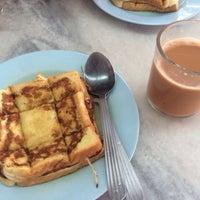 Photo taken at Restoran Ameeth by nunu a. on 8/13/2014