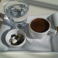 4/1/2014 tarihinde Simay S.ziyaretçi tarafından Karamel Cafe&Patisserie'de çekilen fotoğraf