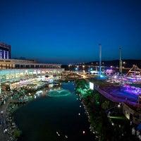 10/31/2013 tarihinde Anis C.ziyaretçi tarafından Via Port'de çekilen fotoğraf