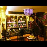 Foto scattata a Atilla Kar Jewellery da Faruk T. il 12/6/2012