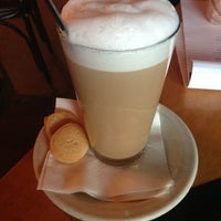 Foto tirada no(a) Empire Cafe por Monica . em 1/10/2013