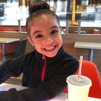 Das Foto wurde bei McDonald's von Mayte ✌🏻️ M. am 5/18/2018 aufgenommen