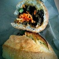 11/28/2012 tarihinde Kevin S.ziyaretçi tarafından Xe Máy Sandwich Shop'de çekilen fotoğraf