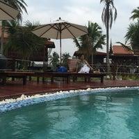 Photo taken at Maikaew Damnoen Resort | Ratchaburi by Pear on 1/10/2015