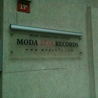 12/2/2012 tarihinde Nurten M.ziyaretçi tarafından MODA17/A RECORDS'de çekilen fotoğraf
