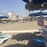 Foto tomada en Playa de la Carihuela por Gayle M. el 8/17/2017
