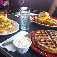 Foto tirada no(a) Sam's Morning Glory Diner por KATHERINE F. em 7/4/2013