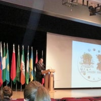 รูปภาพถ่ายที่ Spectrum (GAU) โดย Furkan Ö. เมื่อ 12/21/2012
