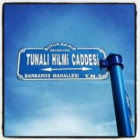 3/25/2013 tarihinde Deniz D.ziyaretçi tarafından Tunalı Hilmi Caddesi'de çekilen fotoğraf