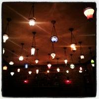 Das Foto wurde bei Mehreb Cafe von Deniz D. am 1/29/2013 aufgenommen