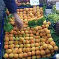รูปภาพถ่ายที่ Esat Supermarket โดย Mehmet Y. เมื่อ 5/22/2014