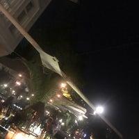 4/10/2018 tarihinde Kıvanc Kozluziyaretçi tarafından Les Ottomans ParkŞamdan &TheBar'de çekilen fotoğraf