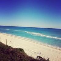 Foto tirada no(a) Deauville Beach Resort por Clara P. em 12/23/2012
