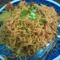Photo taken at Magee Goreng Hangus by Kembar T. on 12/8/2012