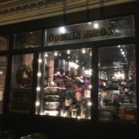 Foto tomada en Goorin Bros. Hat Shop - West Village  por David V. el 12/27/2015