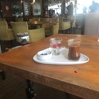 Foto tomada en Cadde Plus por Nazlı Ç. el 8/4/2018
