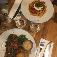 Photo taken at Le Bistrot 31 by Ysaline W. on 8/5/2017
