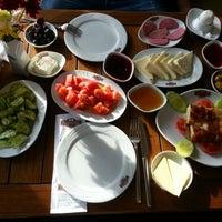 12/31/2012 tarihinde Ece K.ziyaretçi tarafından Hisarönü Cafe'de çekilen fotoğraf