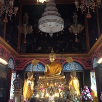 Photo taken at Wat Poramaiyikawas Worawihan by Jay B. on 4/12/2015