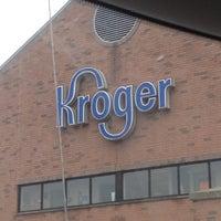 รูปภาพถ่ายที่ Kroger โดย Kristen D. เมื่อ 4/11/2013