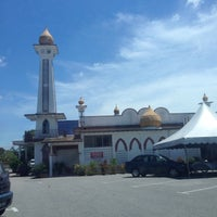 Photo taken at Masjid Naim by Zaridi on 7/3/2014
