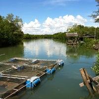 Photo taken at ท่ามะพร้าวซีฟู้ด by WorldWide on 11/29/2012