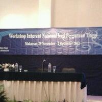 Photo taken at Alamanda Ballroom Imperial Aryaduta by Dandun W. on 12/1/2012