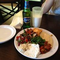 Das Foto wurde bei Cafe Agora von Oscar am 5/31/2013 aufgenommen