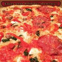รูปภาพถ่ายที่ Emilia's Pizzeria โดย Angie C. เมื่อ 10/22/2015