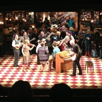 Foto tirada no(a) Phoenix Theatre por Alex P. em 3/19/2013