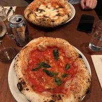 Das Foto wurde bei Una Pizza Napoletana von Wendy L. am 10/10/2018 aufgenommen