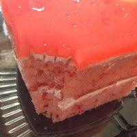 10/4/2013 tarihinde Melenie Y.ziyaretçi tarafından Cakes of Paradise'de çekilen fotoğraf