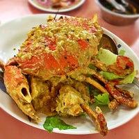 Photo taken at Kian Seng Seafood Restaurant 建成海鲜馆 by Corine L. on 11/4/2012