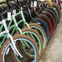 Снимок сделан в Zippy's Bike пользователем Scott C. 2/18/2014