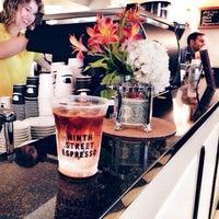 Снимок сделан в Ninth Street Espresso пользователем v d. 10/2/2013