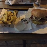 Das Foto wurde bei Ruff's Burger von Martin M. am 10/13/2016 aufgenommen