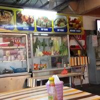 Photo taken at Restoran Sri Tanjong by Abm Jibby قو سايغ on 4/12/2014