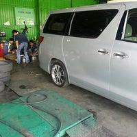 Photo taken at Tyre Plus (Michelin) by Asfarizal A. on 11/27/2013